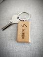 Drevená kľúčenka v tvare obdĺžnika s vlastným menom / textom